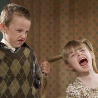 Το παιδί σας χτυπάει άλλα παιδάκια; Πώς να το αντιμετωπίσετε