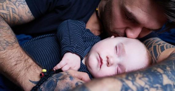 βγαίνω με έναν άντρα με ένα μωρό.